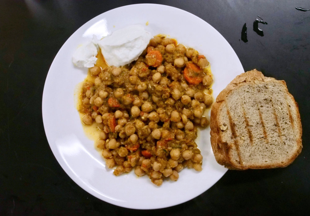 spiced chickpeas with yogurt