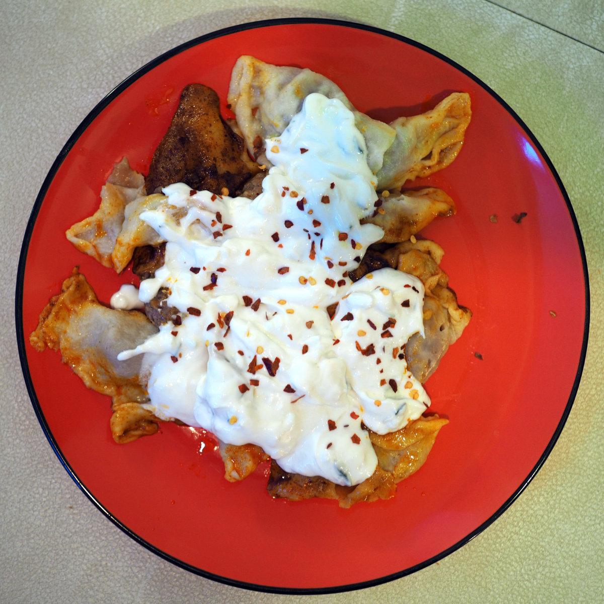 manti with yogurt
